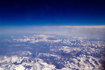 Alpen an der Grenze zur Stratosphäre