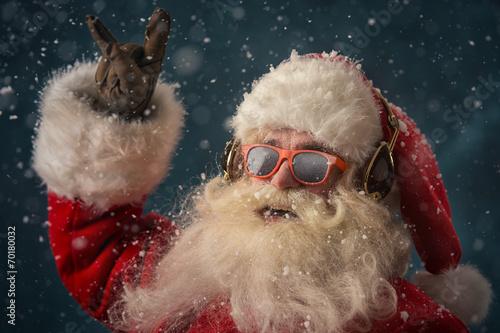 Santa Claus is listening music - 70180032