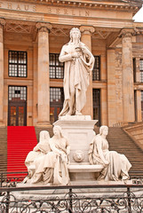 Das Schillerdenkmal auf dem Berliner Gendarmenmarkt