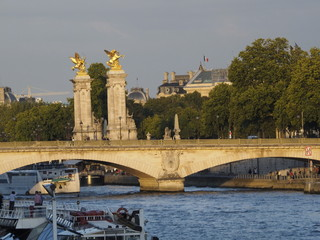 Puente de Alejandro III en París