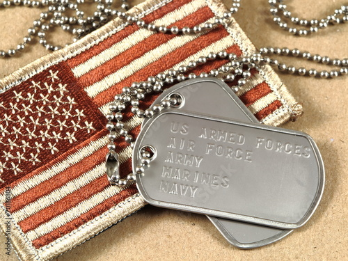 Leinwanddruck Bild Military dog tags and camoflage flag