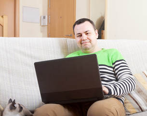 man withlaptop at home.