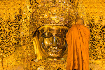 MANDALAY-AUGUST 26: The senior monk clean Mahamuni Buddha statue