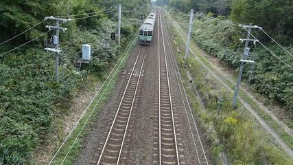 高架橋から撮影した鉄道の列車_2