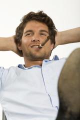 Junger Mann mit Zigarre,Portrait