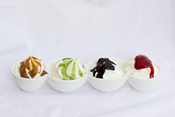 Frozen Joghurt mit Saucen