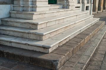 Scala di marmo esterna palazzo, scalini di palazzo