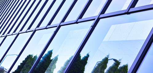 ビルの窓に映った風景