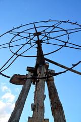 molino de viento tradicional en ruinas
