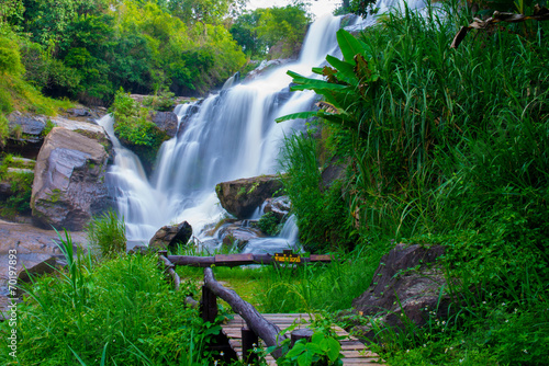 Fotobehang Bos rivier A beautiful waterfall in northern Thailand