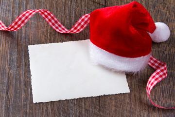 Weihnachtsmann-Mütze Karte dunkles Holz