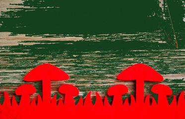 Pilzzeit, Pilze, Holzhintergrund