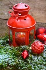 rote Weihnachtslaterne