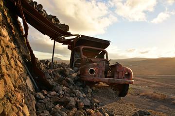 coche fantasma en el desierto