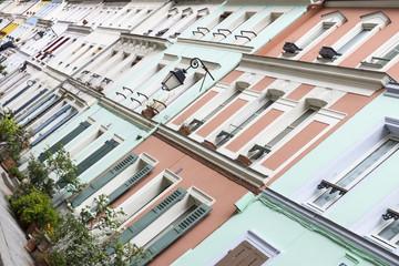 Fassade eines alten Wohngebäudes Paris, Frankreich