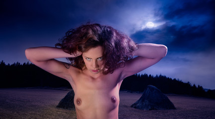 Junge Hexe in der Walpurgisnacht
