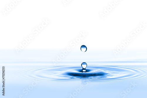 Papiers peints Eau Water Drop with White Background