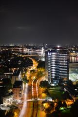 Hochhaus in Köln bei Nacht