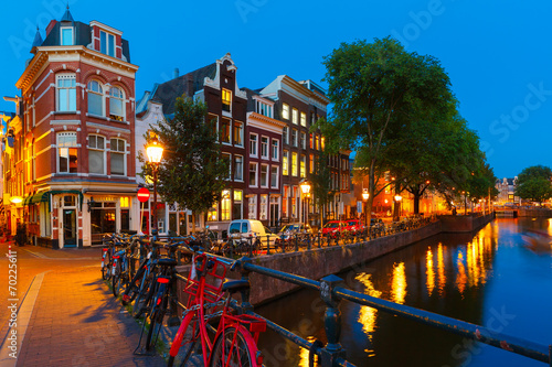Keuken foto achterwand Amsterdam Night city view of Amsterdam canal and bridge
