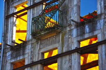 Pontevedra, Galicia, casa en ruinas, apuntalada