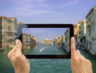 Take a photo of Venice with my tablet