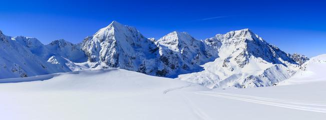 Zimowe góry, panorama - Alpy włoskie