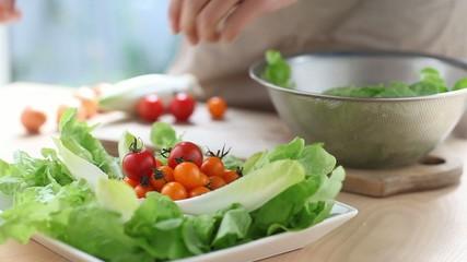 サラダの盛り付け3