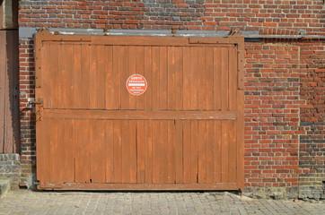 Porte de garage en bois