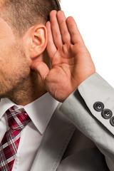 Mann hört zu