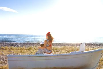 Мама с сыном на берегу моря