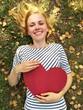Obrazy na płótnie, fototapety, zdjęcia, fotoobrazy drukowane : Mädchen mit Herz