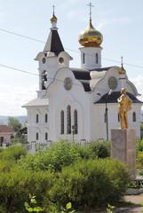 Lénine veillant une église orthodoxe