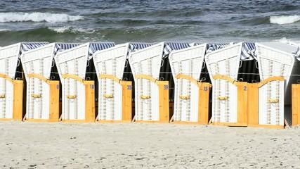 Strandköreb an der Ostsee in Polen