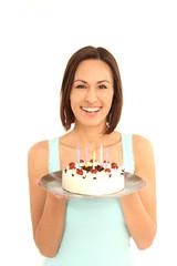 Frau mit Torte in der Hand