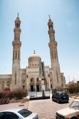 Facade of Aldahaar Mosque in Hurghada