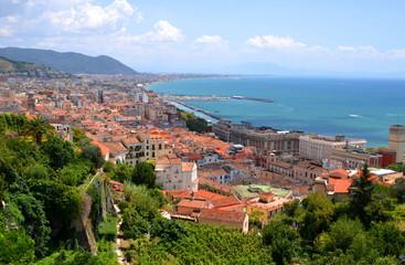 Przepiękny pejzaż miasta Salerno we Włoszech