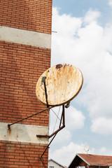 Rostige satellitenschüssel