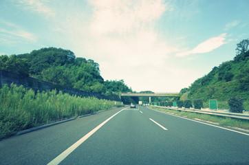 高速道路と青空