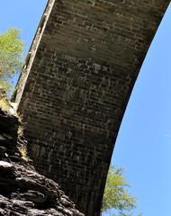 vieux pont sur les gorges de viamala