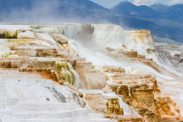 mineral flow in yellowstone
