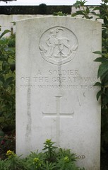 Grave of unknown WW1 soldier of Warwickshire Regiment