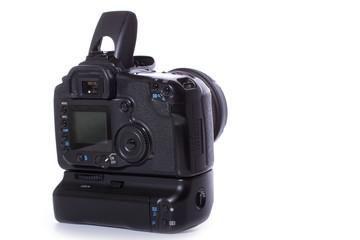 DSLR Kamera mit Batteriegriff und offenen Blitz