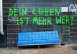 Leinwanddruck Bild - Sperrmüll Armut Deutschland Graffiti