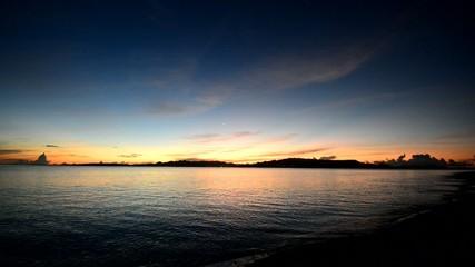 美しい夜明けの海