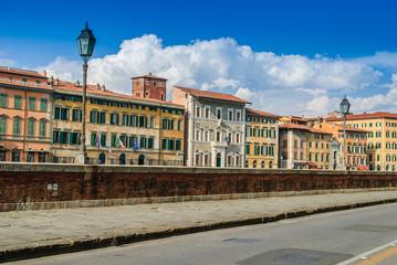 Veduta dei Lungarno Gambacorti di Pisa, Italia