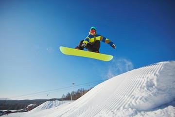 Sportsman snowboarding