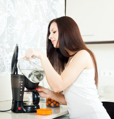 girl making coffee