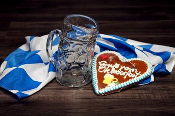 Bierkrug, Fahne und Lebkuchenherz