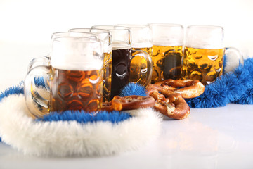 Bier und Spezi in Maßkrügen