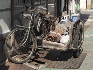 サイドカーのついた自転車